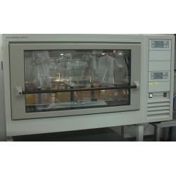 ČR - věda - laboratoře - baňky - zkumavky