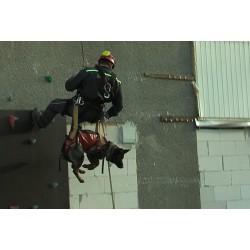 ČR - lidé - teambuilding - jeep - horolezecká stěna - lukostřelba - hasiči - psi