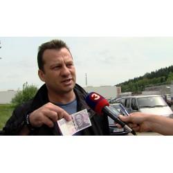 ČR - AKTUALITA - Rýnovice - budovy - vězení - lidé - média - Kajínek - novináři - fanoušek
