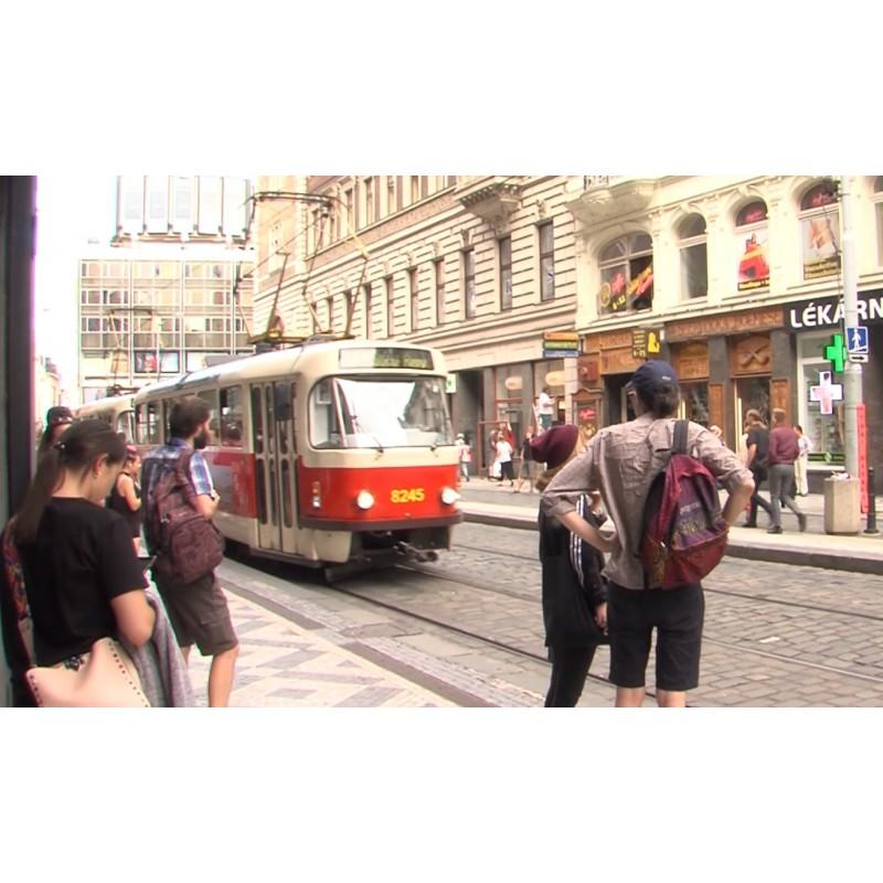 ČR - Praha - Václavské náměstí - lidé - turisté - tramvaj - ulice