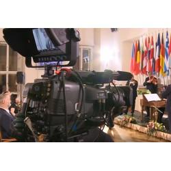 ČR - média - novinář - fotograf - kamera - ministerstvo - vlajky