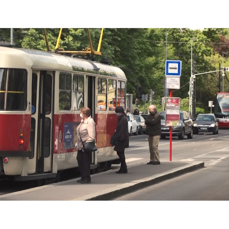 CZ - Prague - health care - people - mask - respirator - Covid - virus