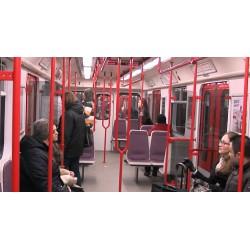 ČR - Praha - metro - trasa A - lidé