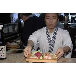 CR - Japan - Sushi - Food preparing