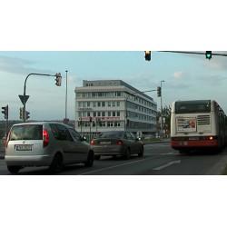 ČR - Praha - automobily - semafory - křižovatka - originální délka