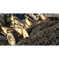 CR - excavator - caterpillar - road work - loading gravel