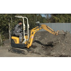 CR - mini digger - caterpillar - soil loading