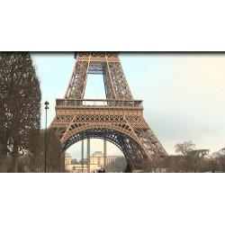 Francie - Paříž - Eiffelova věž - turisté